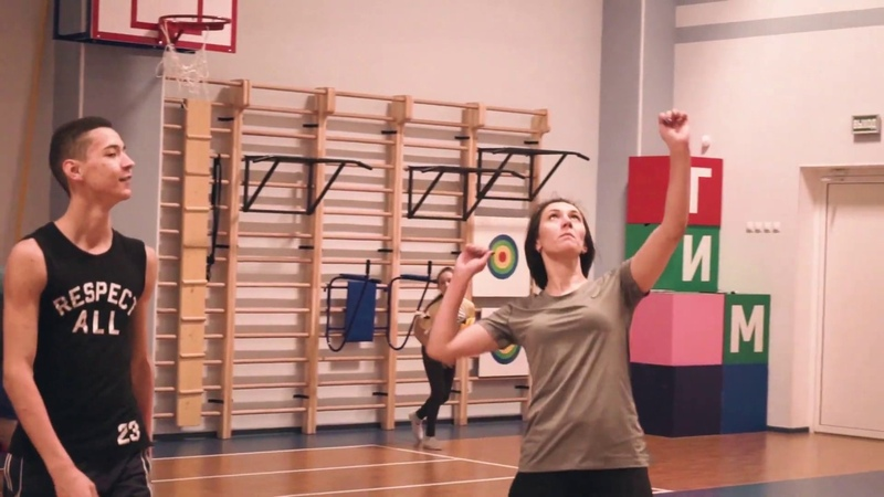 Волейбольный турнир между учениками родителями и учителями