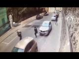 СК опубликовал новое видео нападения Рената Кунашева на полицейских в Москве.