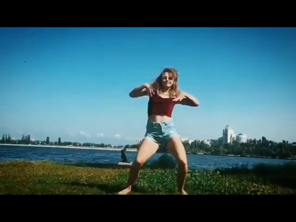 Танец на пляже