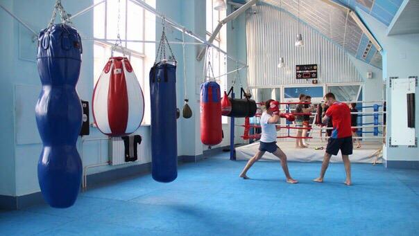 Школа тайского бокса в Кемерово принимает будущих бойцов в новый набор на групповые и индивидуальные тренировки.