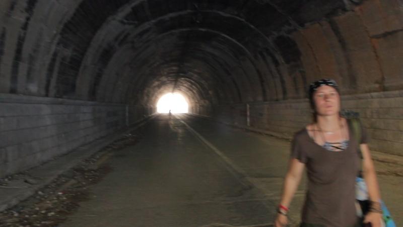Туннель закрытой дороги для транспорта