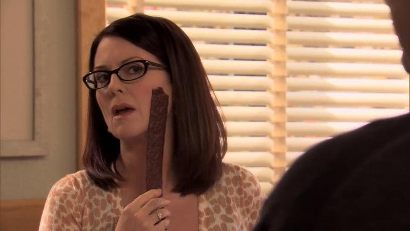 Parks and Recreation - Tammy slaps face with jerky