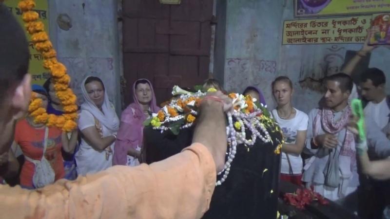Абхишека большому Шивалингаму