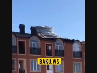 Первые последствия сильного ветра: снесло крышу многоэтажного дома в Баку. Азербайджан Azerbaijan Azerbaycan БАКУ BAKU Карабах