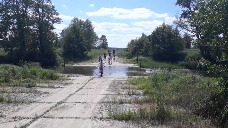 Форсирование реки и полёт тапочек в конце