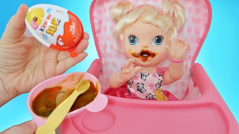 Куклы Пупсики Беби Элайв Анечка кушает брокколи и открывает сюрприз Киндер Джой. Зырики ТВ