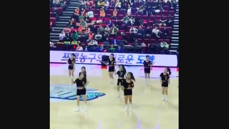 Look at these little cheerleaders covering 1,2,3 ! their dance routine ! So cuuuute - -