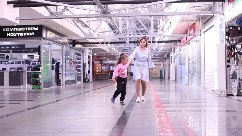 Валеева Мария с детками Алиной и Мариной тц Горбушкин Двор 1июля2018г 2