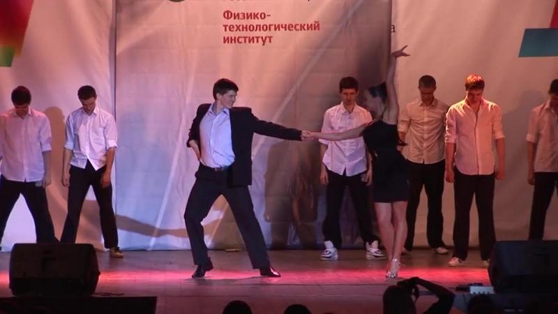 Массовый танец Джеймс Бонд