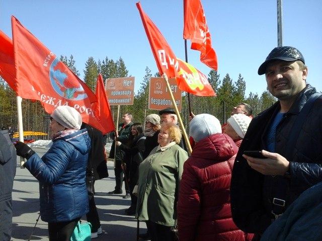 В Ноябрьске прошел митинг против массового сокращения бюджетников, занятых в сфере дополнительного образования