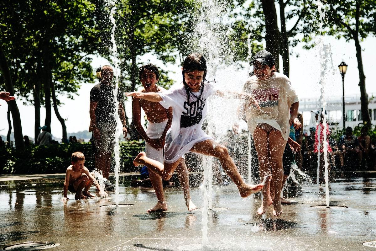 Хороша у нас водица!: Летние развлечения нью-йоркских детишек