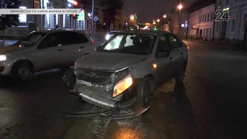 Автомобиль такси столкнулся с Renault на перекрестке улиц К. Маркса и Гоголя