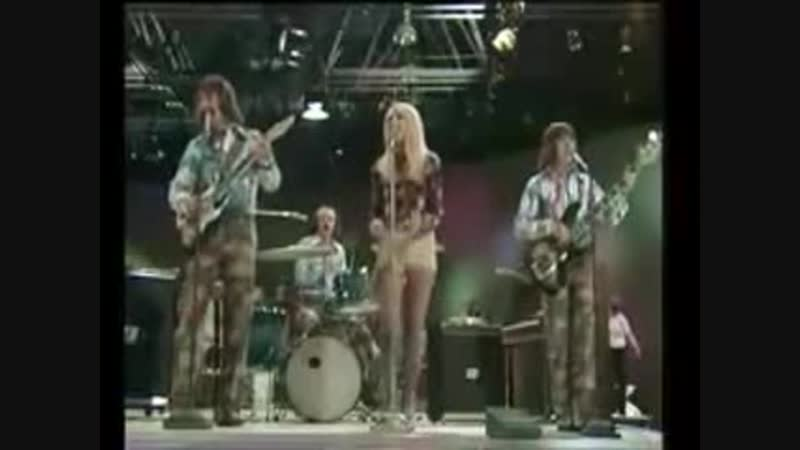 _MIDDLE_OF_THE_ROAD_-_Tweedle_Dee_Tweedle_Dum_(1971)_(MusVid.net)_