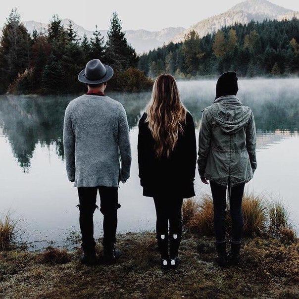 Истинной дружбой могут быть связаны только те люди, которые умеют прощать друг другу мелкие недостатки.