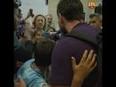 Torcedor mirim do Barcelona desaba em choro ao ver Messi