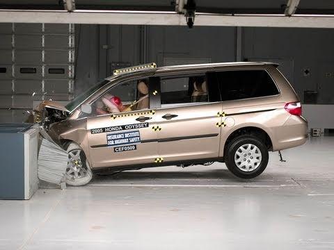 2005 Honda Odyssey moderate overlap IIHS crash test
