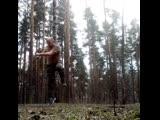 Круговой удар стопой наружу в прыжке с вращением. Тренировка по Ушу в парке