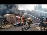 Видео из очага пожара на химическом заводе в Перми