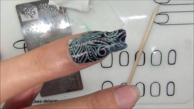 Patch vernis stamping avec le tapis silicone nail art delaney