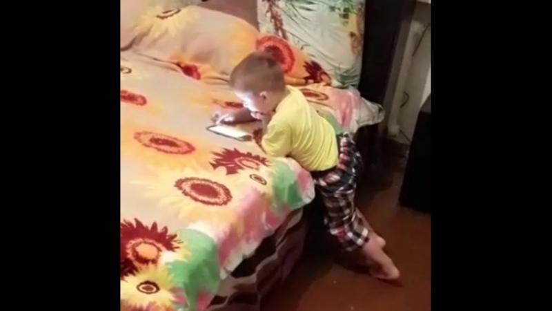 сынок разговаривает с алисай