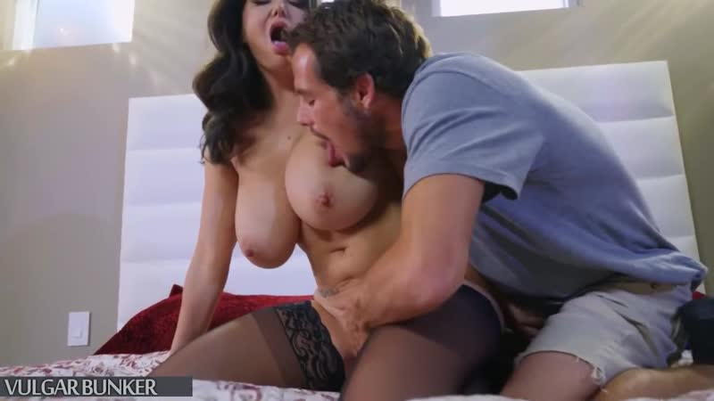 Зрелая дама трахает неопытного студента, mature woman mom sex fuck video