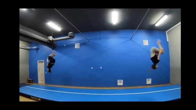 Групповая тренировка на надувной акробатической дорожке TimeTrial AIR