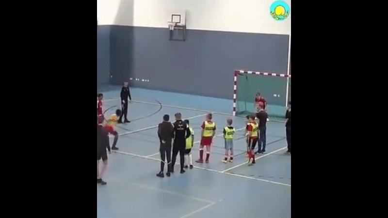 когда черный решил играть в футбол