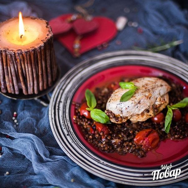 Куриная грудка в белом вине, с чечевицей и томатами черри
