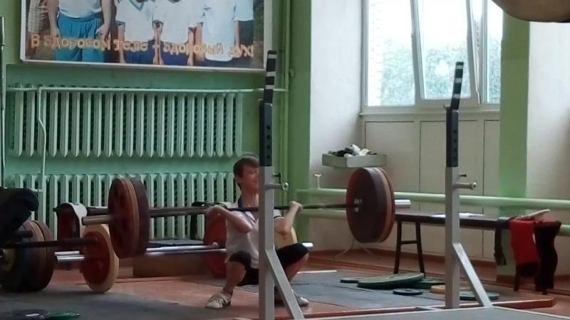 Георгий Липатов-толчок кл.-50 кг.
