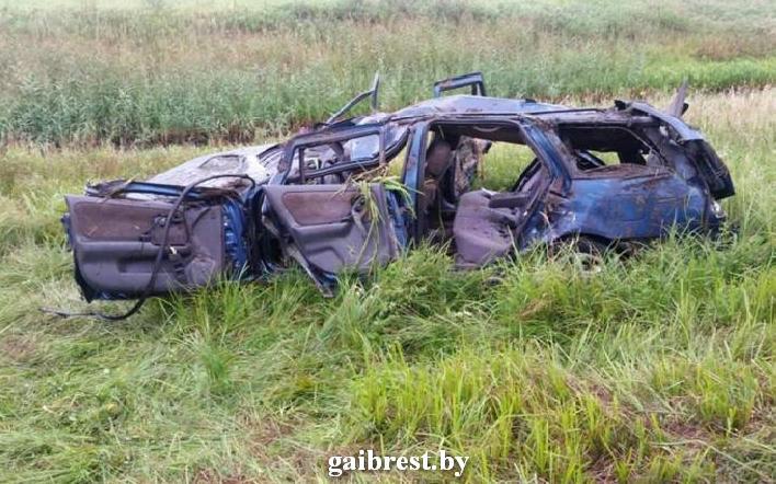 В результате ДТП автомобиль опрокинулся в мелиоративный канал. Водитель и пассажир погибли