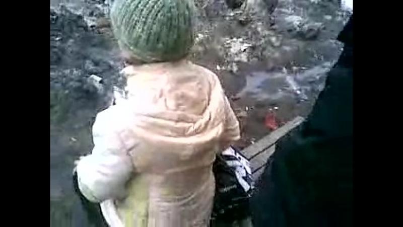 Россияне обосали женщину