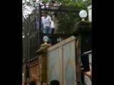 Shah Rukh Khan outside Mannat today to wish FAN's Eid Mubarak