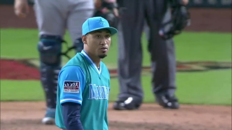 Edwin Diaz sets a Mariners record with 50 saves!