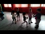 Работали с малышами на внимание и учились перестраиваться в различные рисунки, необходимые в танце. Они прекрасно справились!