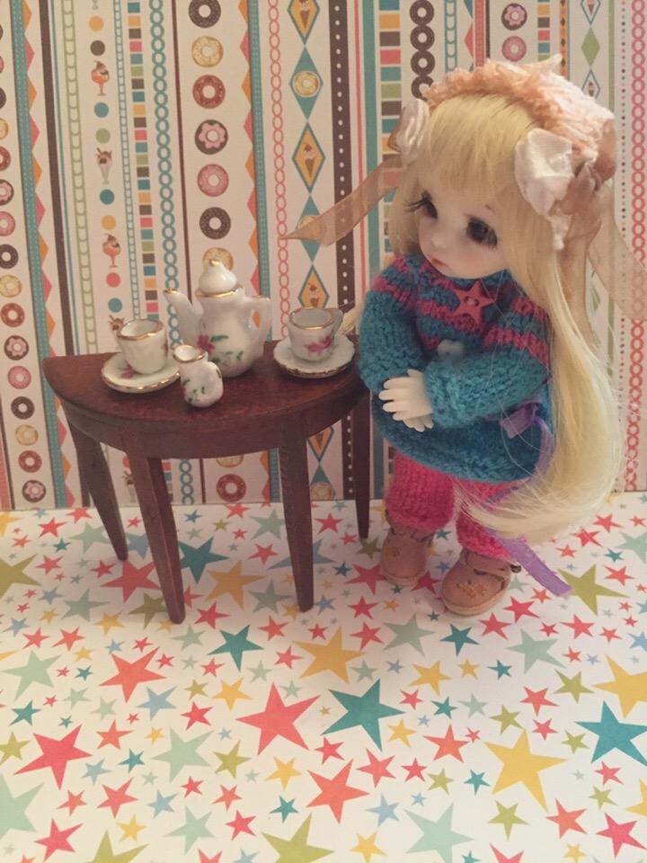 Кукольный Дом №1 - Стол и Фарфоровый Сервиз