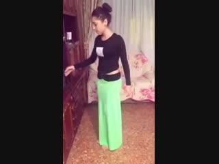 Yeşil Etekli Kız Oryantal Dans.mp4