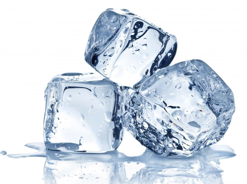 Мешок льда может помочь облегчить боль в груди во время беременности.