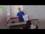 Школьники растрогали учителя до слёз, собрав для него деньги