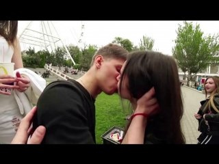 Kissing Prank КАК РАЗВЕСТИ ДЕВУШКУ НА ПОЦЕЛУЙ