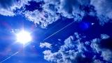 Небо Солнце Облака Самолеты. Следы Самолетов. Футаж Небо Солнце Облака Самолеты. Футаж След Самолета