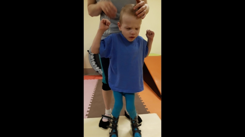 Вадим учится стоять