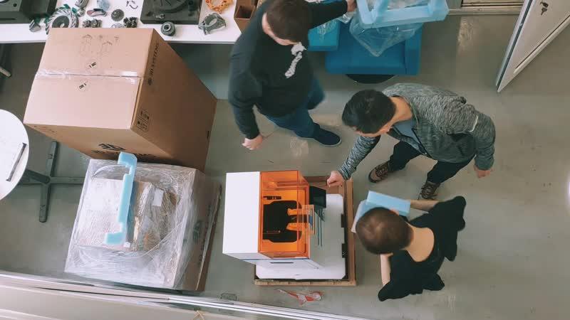 Распаковка 3D-принтера FIGURE 4 STANDALONE от 3D Systems