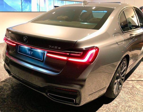 Полностью раскрыта внешность обновленной «семерки» BMW.