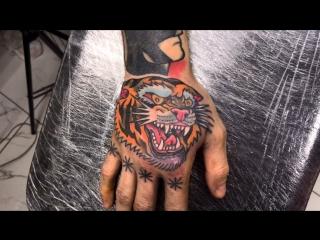 Тату-мастер Серёга Попович (old school tattoo tiger) | Тату - студия Дом Элит Тату (Tattoo Studio Moscow)