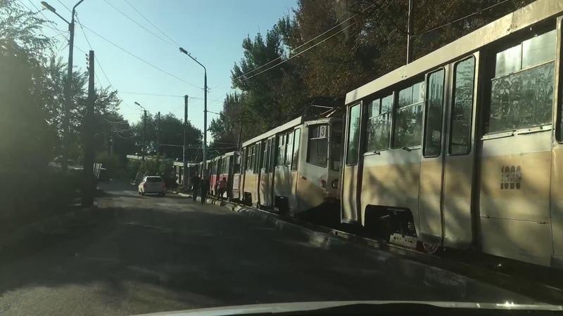 В час пик в Саратове вновь встали трамваи