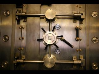 Судебные приставы смогут получать данные о банковских ячейках должников