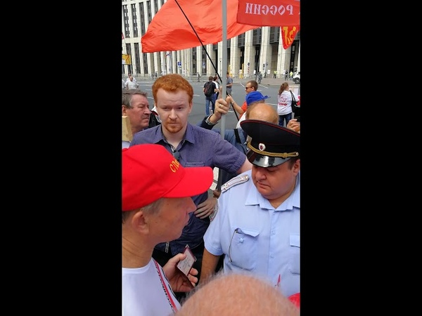 Неудачная попытка полицейского изъять элемент выражения гражданской позиции у депутата