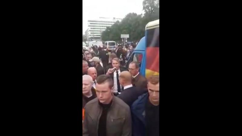 Chemnitz. Gewalttätige LINKE stoppenTrauermarsch von AfDPEGIDA. Rechstaat versagt. 01.09.2018
