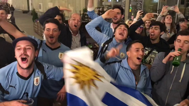 Argentina Uruguay craziness in Moscow Fans on the World Cup Карнавал Чемпионата мира в Москве