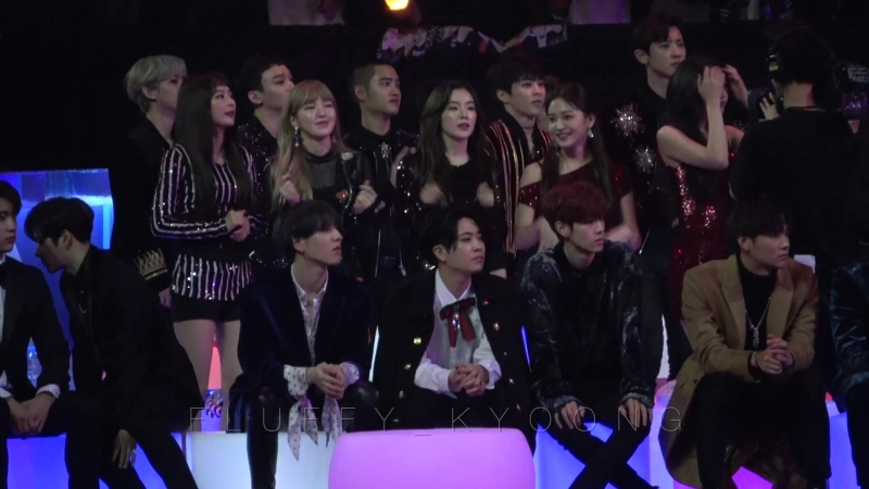 [FANCAM] 171201 Mnet Asian Music Awards in Hong Kong @ EXO reaction to Super Junior Black Suit